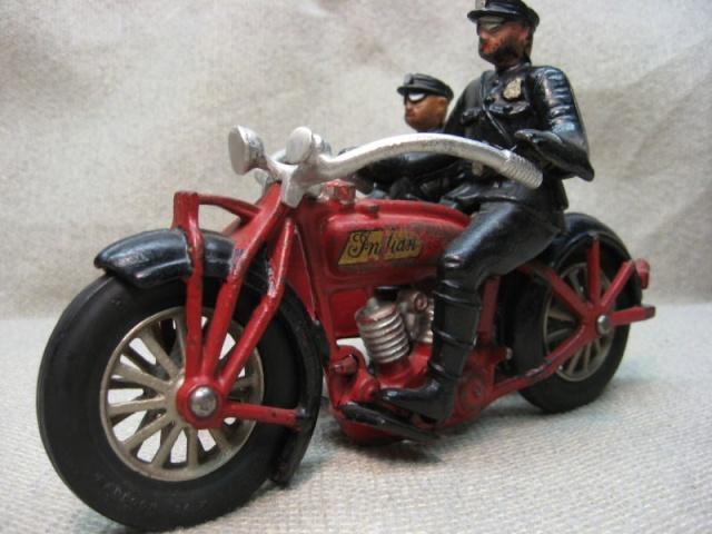 Jouets, jeux anciens et miniatures sur le monde Biker Kgrhqj10