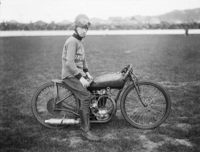 Harley-Davidson – Peashooter - 21.35ci (350 cc)  - Page 3 Pilote10