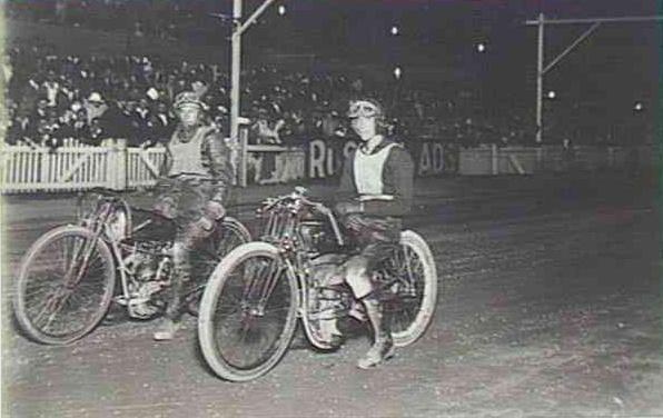 Harley-Davidson – Peashooter - 21.35ci (350 cc)  - Page 3 Vic_hu10