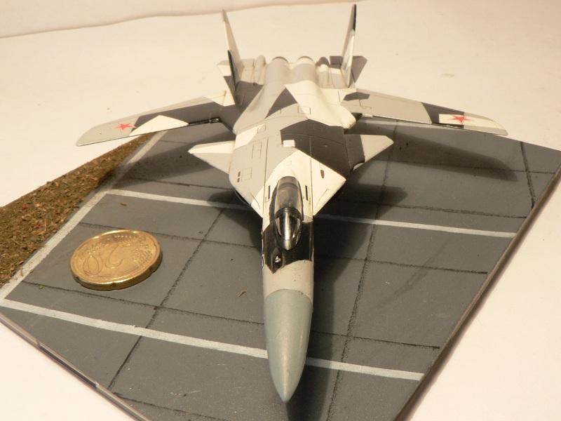 Sukhoi Su-47 Berkut [ Revell - 1/144 ] S37-110