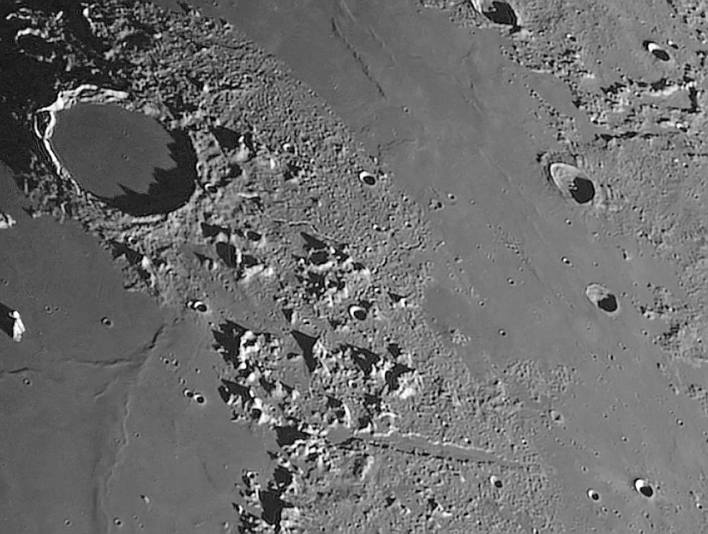 Topic très très léger : une image lunaire rescapée du brouillard Lunedu10