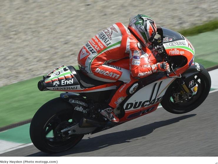 Rossi en rouge en 2011...  - Page 5 Captur32