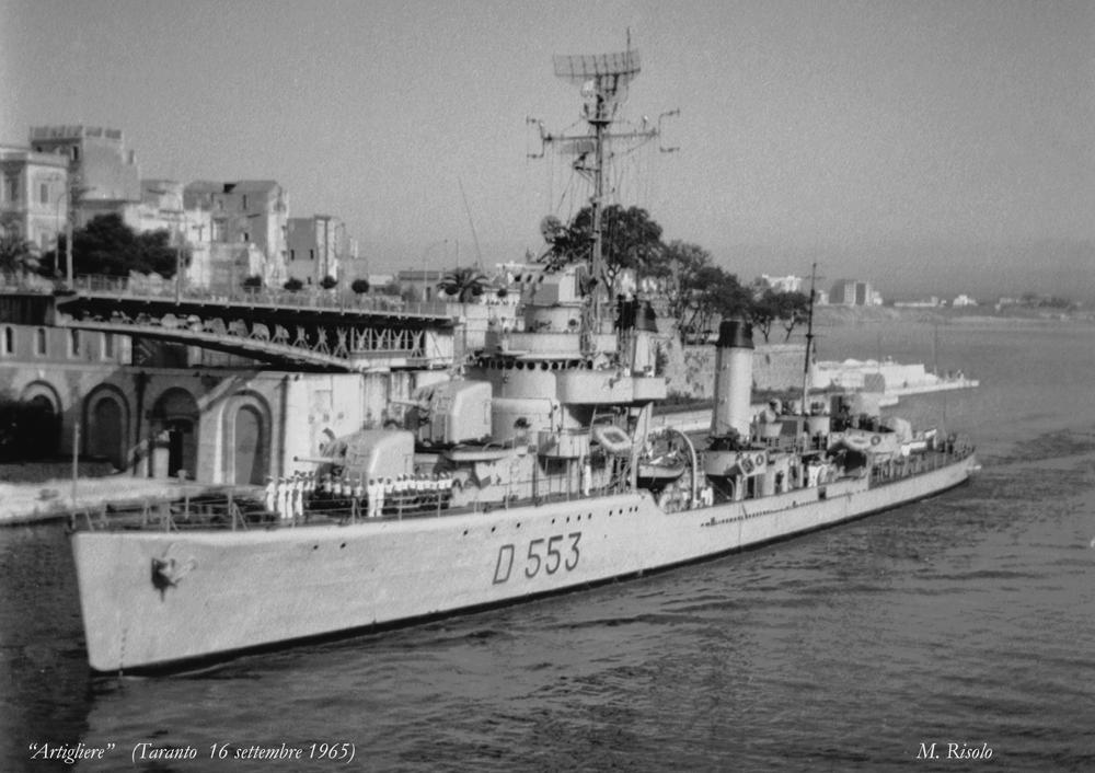 Destroyers italiens (Cacciatorpedinière) - Page 2 Artigl10