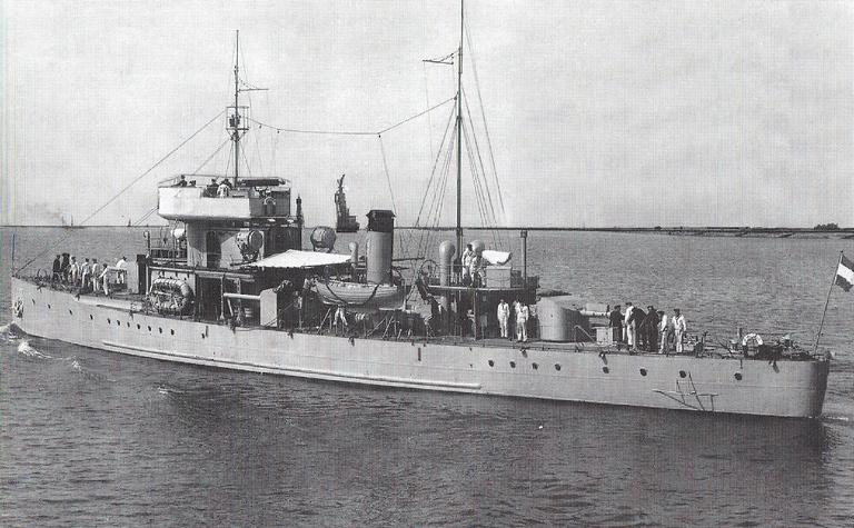 La Marine néerlandaise sauf cuirassés,croiseurs,destroyers  Brinio10