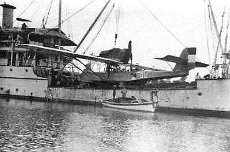 La Marine néerlandaise sauf cuirassés,croiseurs,destroyers  - Page 2 Castor11