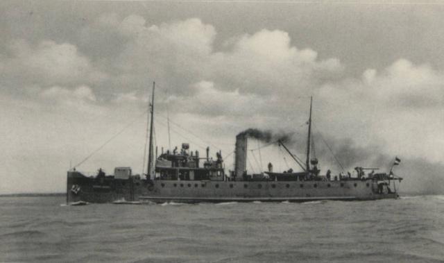 La Marine néerlandaise sauf cuirassés,croiseurs,destroyers  Douwe_10