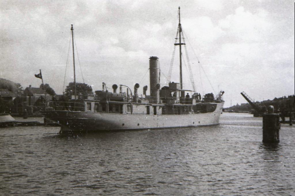 La Marine néerlandaise sauf cuirassés,croiseurs,destroyers  - Page 2 Eilert10