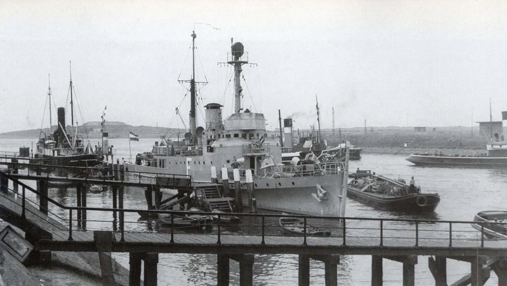 La Marine néerlandaise sauf cuirassés,croiseurs,destroyers  F_piet10