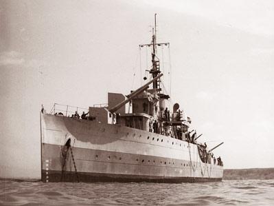 La Marine néerlandaise sauf cuirassés,croiseurs,destroyers  Flores11