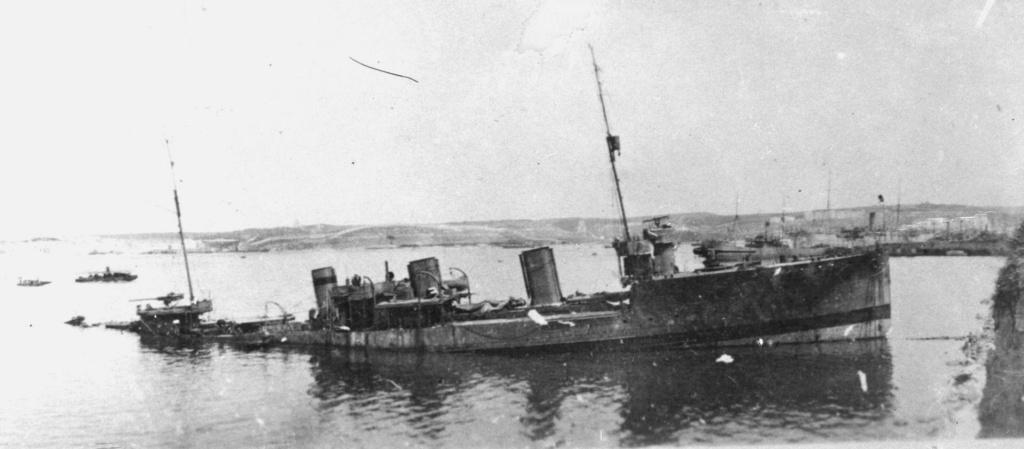 Destroyers russes/Soviétiques  - Page 7 Gnevny10