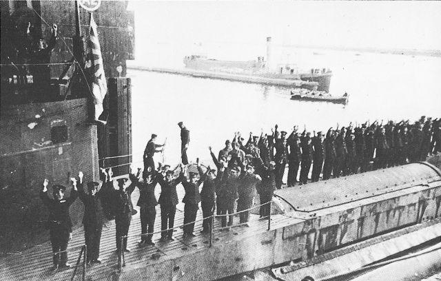 Les sous-marins japonais jusqu'en 1945 - Page 2 I-8_en10
