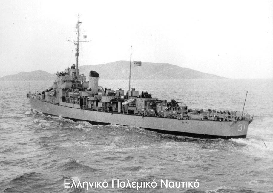 Marine grecque  - Page 3 Ierax_10