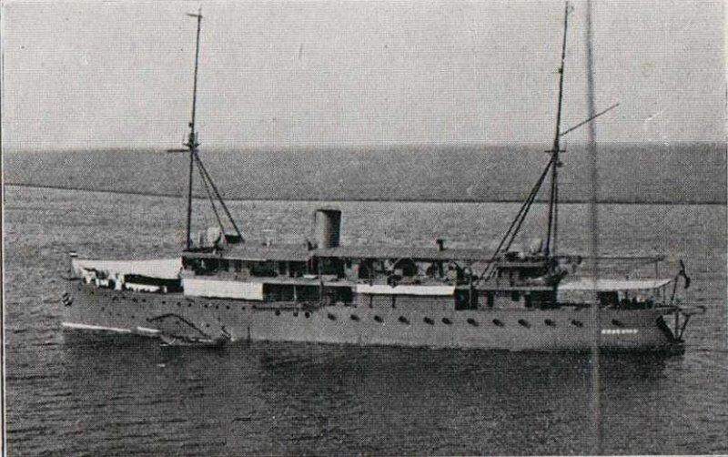 La Marine néerlandaise sauf cuirassés,croiseurs,destroyers  Krakat10