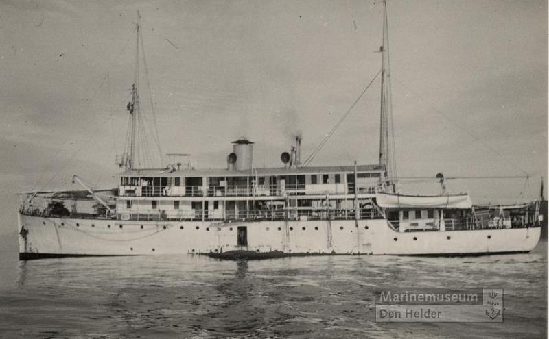 La Marine néerlandaise sauf cuirassés,croiseurs,destroyers  - Page 2 Merel_10