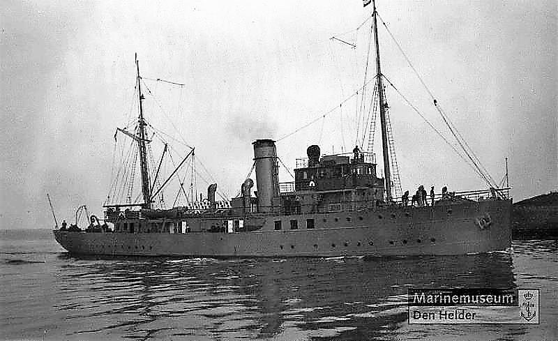 La Marine néerlandaise sauf cuirassés,croiseurs,destroyers  Nautil11