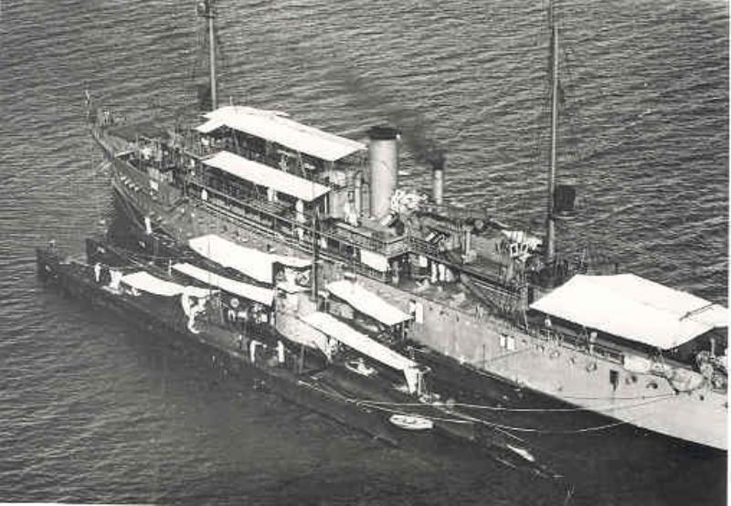 La Marine néerlandaise sauf cuirassés,croiseurs,destroyers  - Page 2 Pelika11