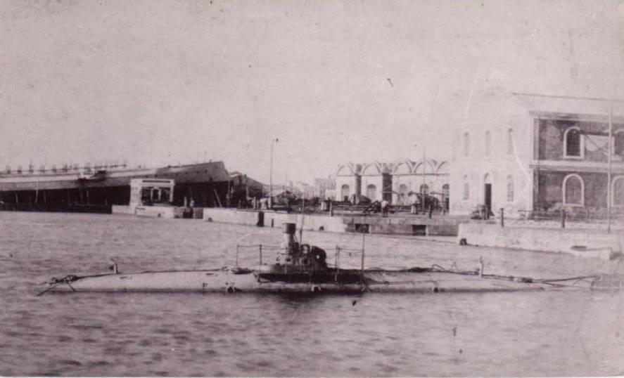 Les sous marins; escorteurs; mouilleurs de mines espagnols.  Peral_10