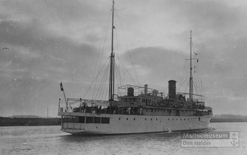 La Marine néerlandaise sauf cuirassés,croiseurs,destroyers  - Page 2 Rigel_10