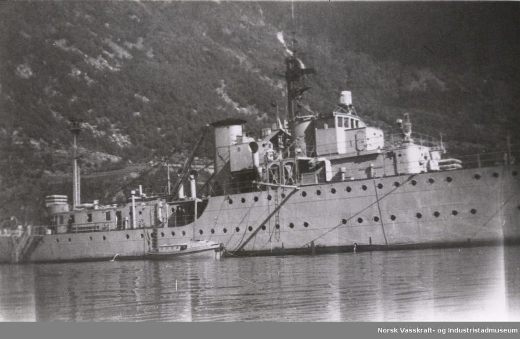 La Marine néerlandaise sauf cuirassés,croiseurs,destroyers  Soemba11
