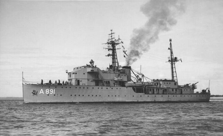 La Marine néerlandaise sauf cuirassés,croiseurs,destroyers  Soemba12