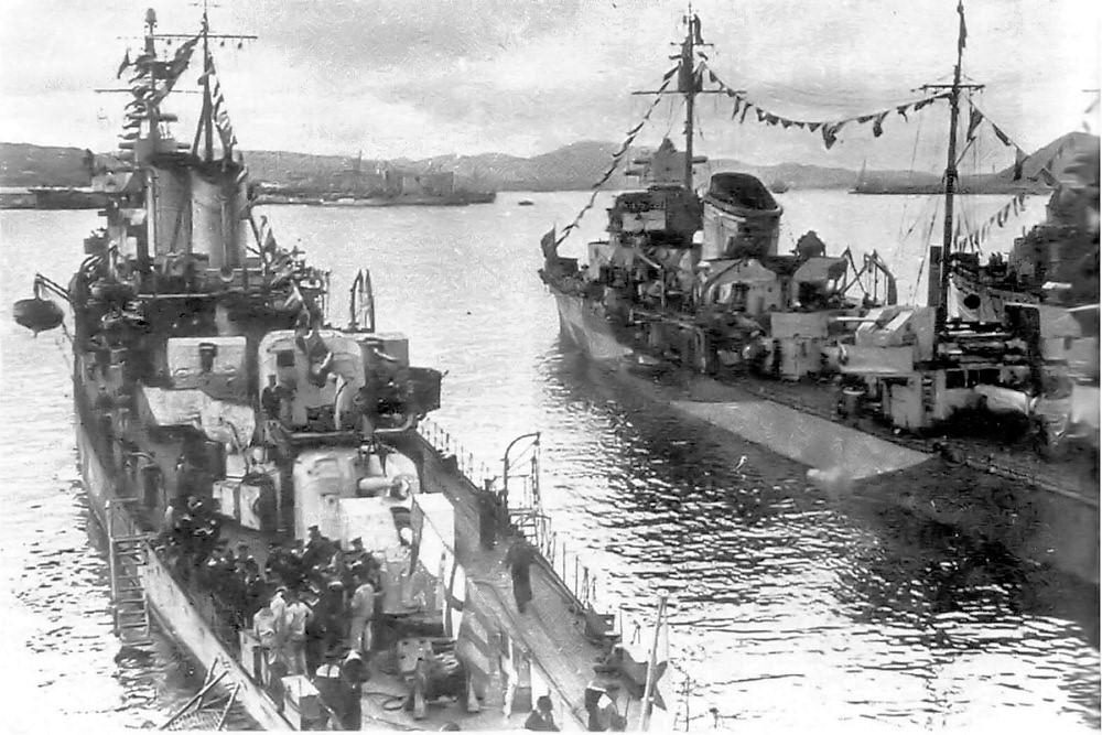 Destroyers russes/Soviétiques  - Page 10 Tibili10