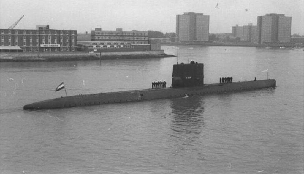 Les sous-marins néerlandais - Page 2 Tonijn10