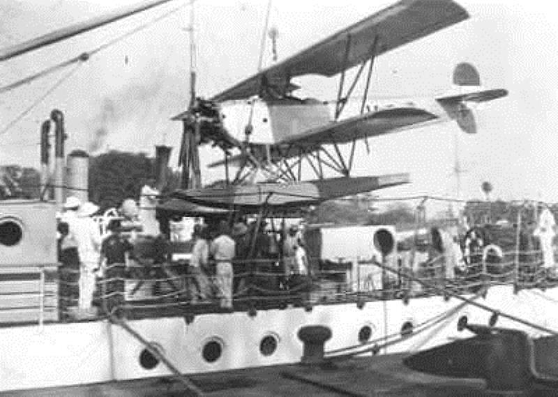 La Marine néerlandaise sauf cuirassés,croiseurs,destroyers  - Page 2 Valk_111