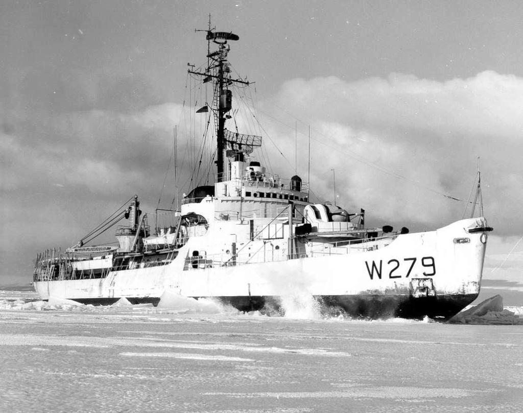 Les navires du Coast Guard Service des Etats-Unis Wag27911