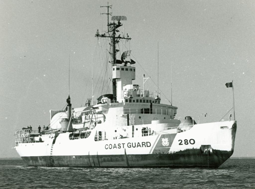 Les navires du Coast Guard Service des Etats-Unis Wag28014