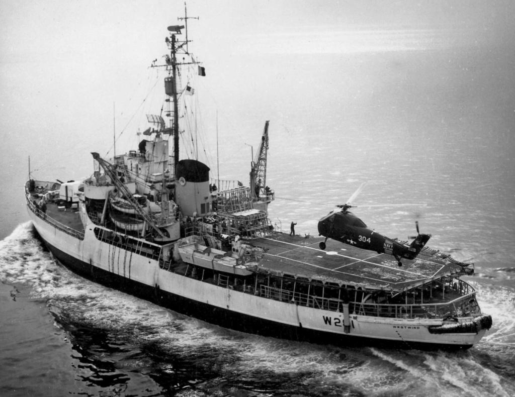 Les navires du Coast Guard Service des Etats-Unis Wag28112