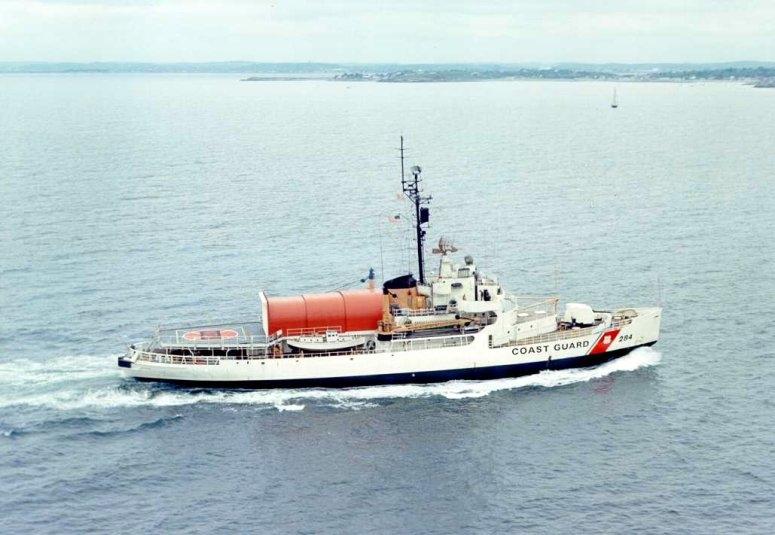 Les navires du Coast Guard Service des Etats-Unis Wagb2811