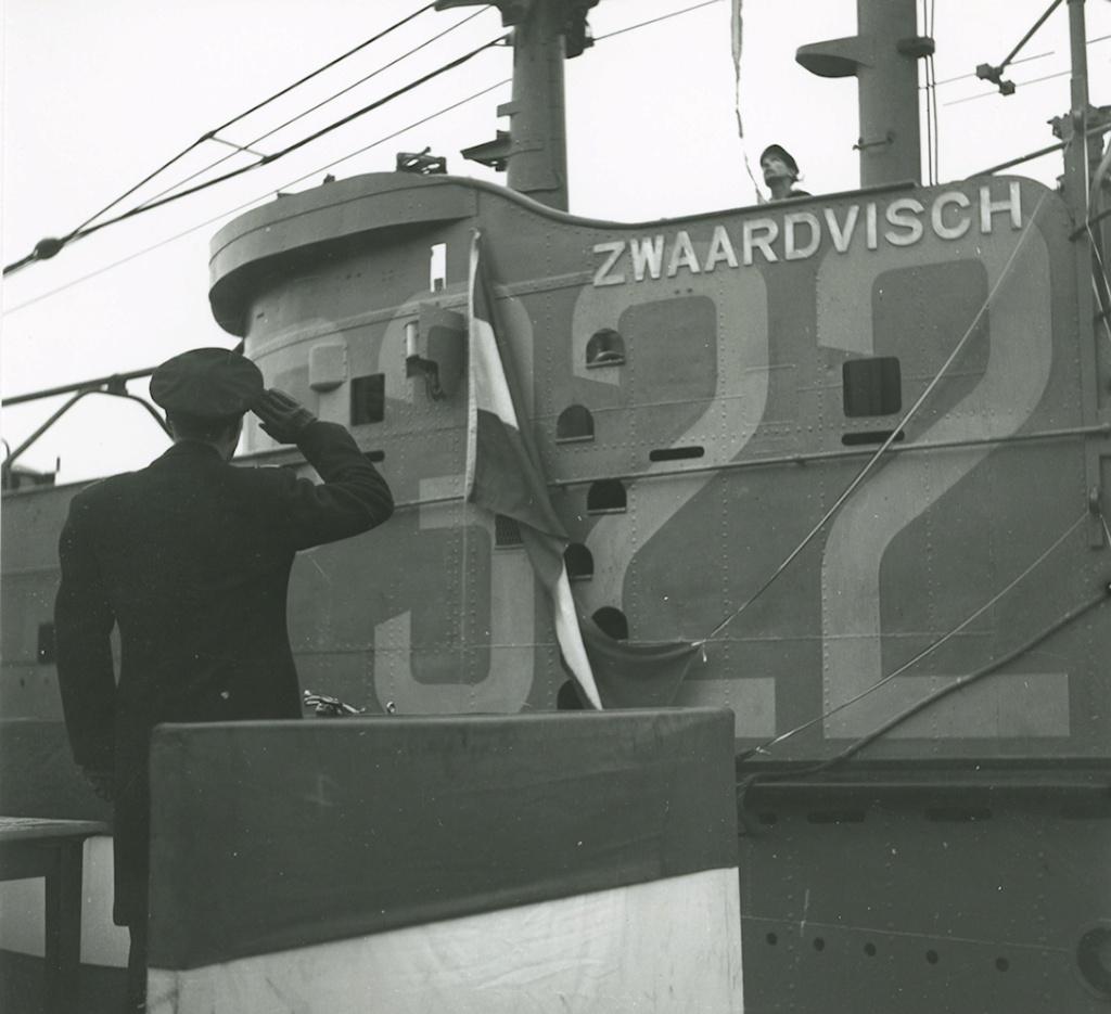 Les sous-marins néerlandais - Page 2 Zwaarv10