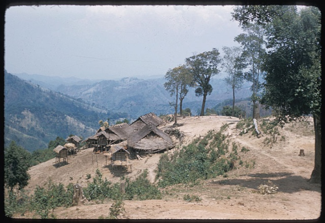 NRAUG LIAB TOJ SIAB lub tsev Paj huam Hmong_10