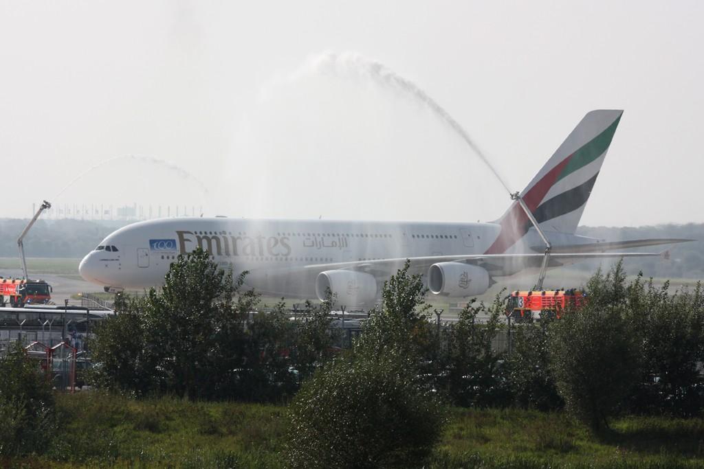 Hamburg Flughafen 100 Jahre  24.09.2011 A6-ede11