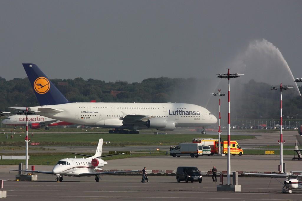 Hamburg Flughafen 100 Jahre  24.09.2011 D-aima10