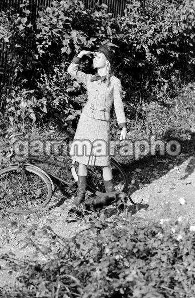 Brigiitte Bardot à vélo 13098318