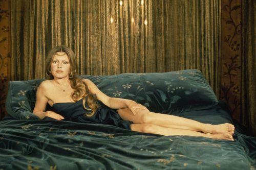 Brigitte dans le lit  Bbardo10