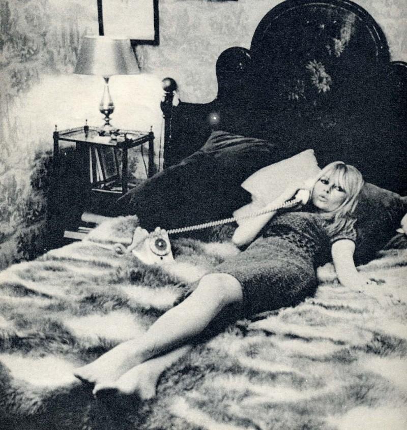 Brigitte dans le lit  Bbbbbm10