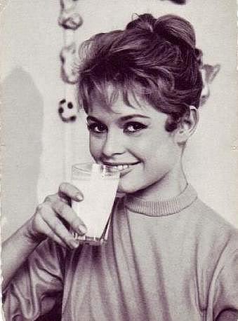 Brigitte avec un verre  Brigit11