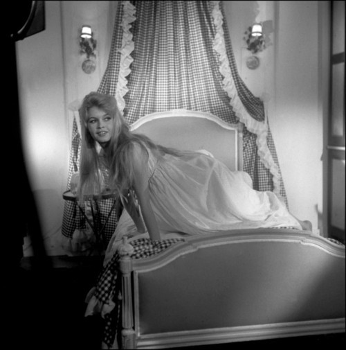 Brigitte dans le lit  Tumblr16