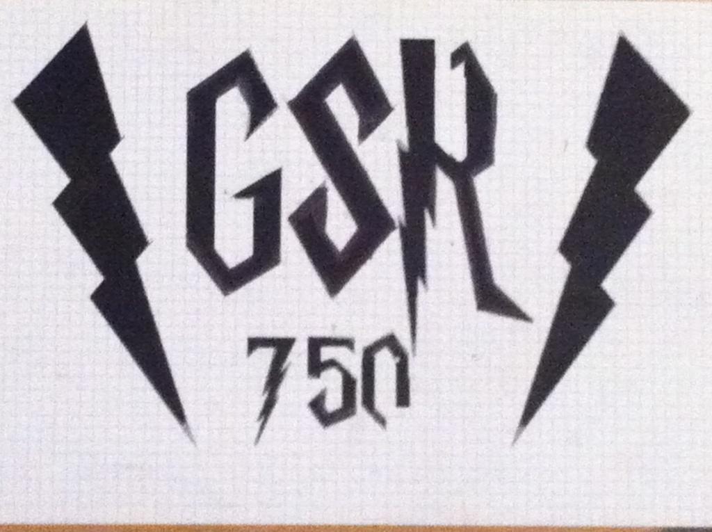 Model pochoir grille de radiateur GSR 750 Img_0611