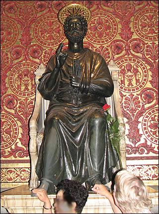 Saint Pierre Statue13