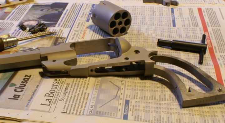vieillir une arme en inox poli Sa310