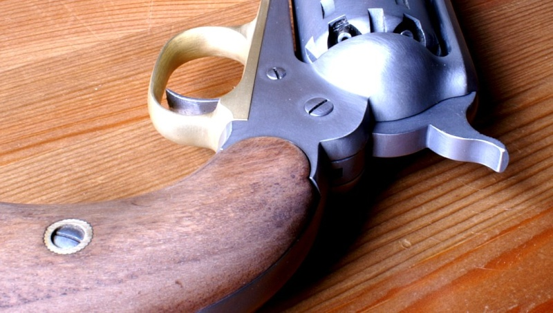 vieillir une arme en inox poli Sa710