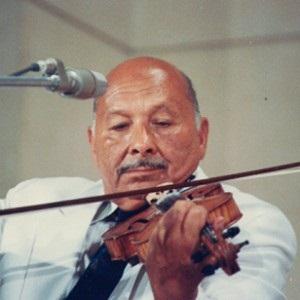 عمل للاوركسترا بمصاحبة الكمان بعنوان (منتخبات عربية) للموسيقار عطية شرارة 41020112