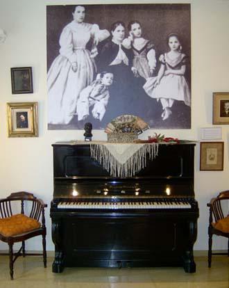 الموسيقار البنيز (كتالونى المولد عربى الروح ) Museu216