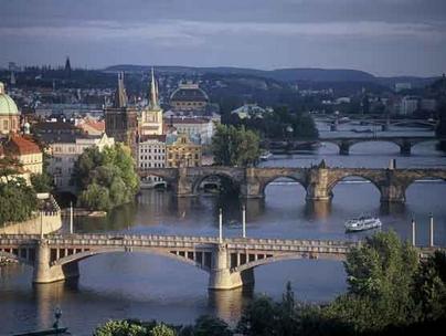 القصيد السيمفونى ( رحلة الى تشيكوسلوفاكيا ) من اعمال رفعت جرانه Prague11