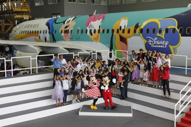 [Hong Kong Disneyland] Des avions aux couleurs de Mickey, Donald et Dingo Jetdis10