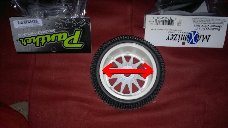 """Des pneus plus large sur leur buggy 1/8 3.2"""" au lieu de 2.2"""" sans colle 20012010"""