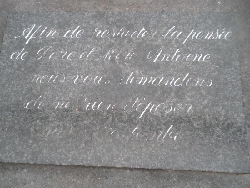 La tombe du Père Antoine et de Mère Tombe_20
